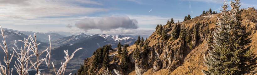 Panorama mit Blick ins Tal vom Berg