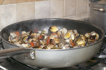 pan with clam sauce for spaghetti