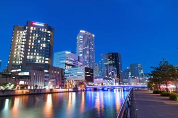 大阪 ライトアップされたほたるまちと堂島川