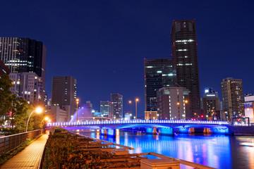 夜の大阪 ほたるまちと堂島川