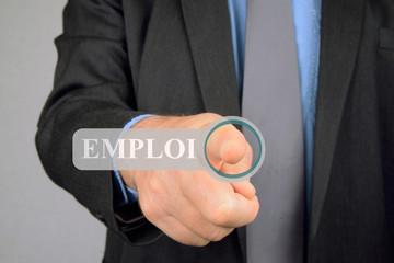 Homme recherchant un emploi