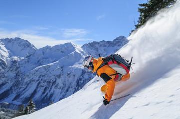 Wall Mural - Skifahrer im frischen Pulverschnee