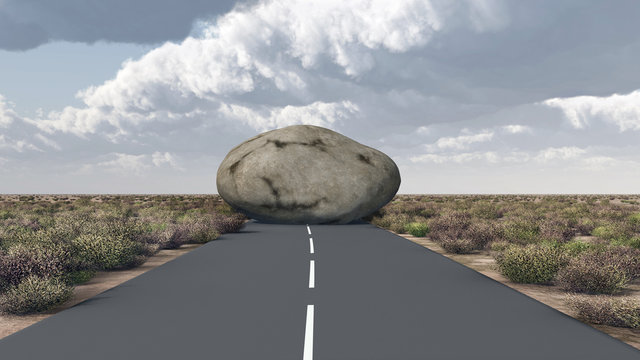 Felsbrocken versperrt den Weg auf einer Landstraße