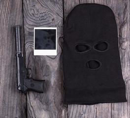 killer weapon, gun, mask, Hitmen, black wooden background