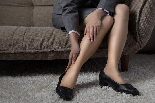 ビジネスウーマン、足、疲れ、むくみ、靴擦れ