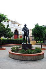 Estatua Curro Romero en la Maestranza
