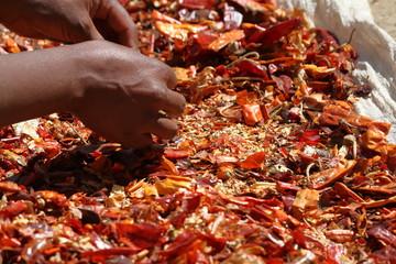 Rote Chilischoten auf einem Markt in Äthiopien