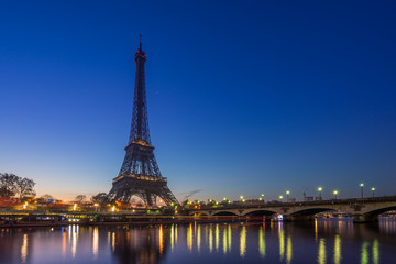 Foto op Canvas Eiffeltoren The Eiffel tower at sunrise in Paris
