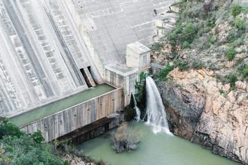Details of a reservoir