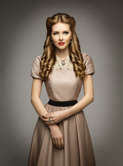 Woman Victorian Historical Age Dress, Beautiful Curly Hairstyles, Brown Clothes with Collar