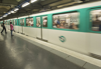 Paris Metro Train approaching staion speed.