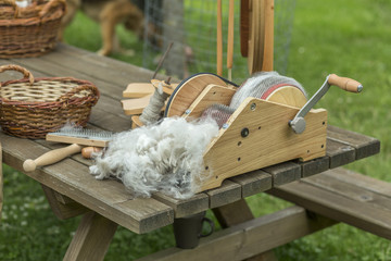 Preparing alpaca wool with drum carder for hand spinning
