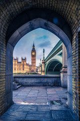 Photo sur Plexiglas Londres Unussual point of view at framed Westminster Palace in London