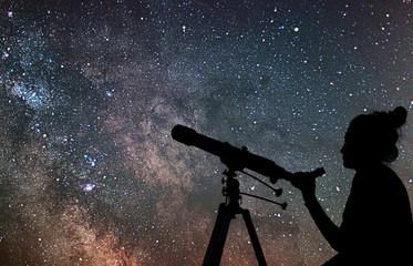 Woman with telescope watching the stars. Stargazing woman and ni Fototapete