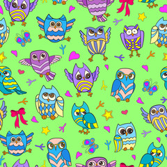 Seamless pattern with funny cartoon owls on a green background