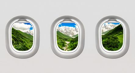 Widok góry w Gruzja od samolotowych okno