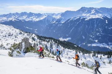 unterwegs auf Skitour in herrlicher Winterlandschaft