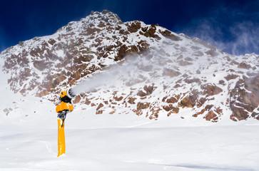 Schneekanone in den Ötztaler Alpen Tirol