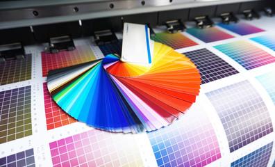 Werbetechnik / Farbfächer auf CMYK Druck