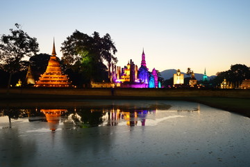 Fototapete - sukhothai historical park illuminated in the night, Thailand