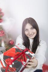 девушка с подарком. новый год. рождество. праздник