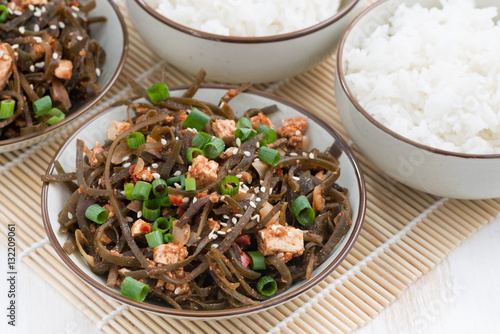 """warm sea cabbage salad with fried tofu"" Imagens e fotos ..."