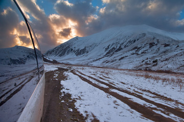Staande foto Oost Europa Kaukaz - Gruzja w zimowej szacie. Caucassus mountains in Georgia.