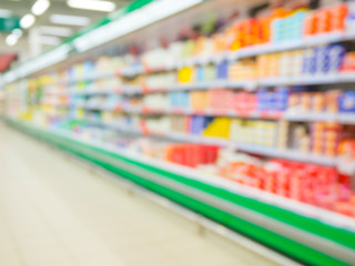 Defocused blur of supermarket shelves