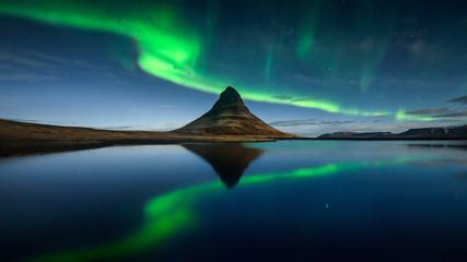 Tuinposter Noorderlicht Kirkjufell Northen Lights Green Reflection - ICELAND