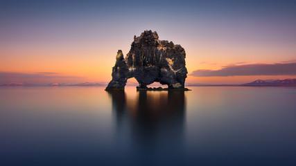 Hvitserkur The Stone Rhino - ICELAND Fototapete