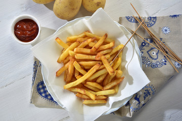 Patatine fritte e ketchup