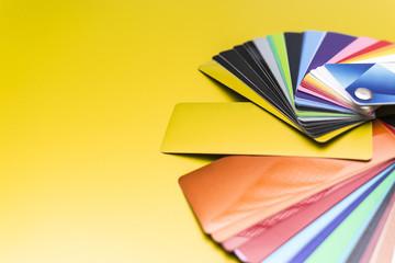 umfangreicher farbfächer für folien zur fahrzeugfolierung