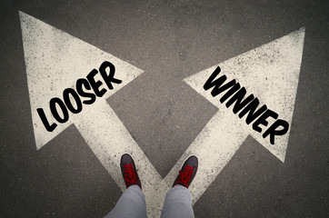 WINNER versus LOOSER written on the white arrows