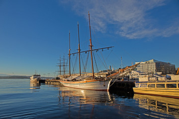 altes Segelschiff  im Hafen von Oslo