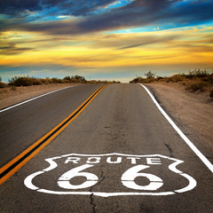 Tuinposter Route 66 Route 66 sign on the floor of the road.
