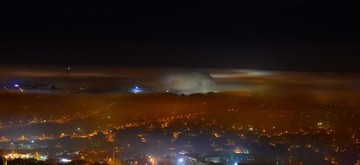 Gece Karanlığında Şehirden Yükselen Dumanlar