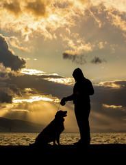 Silüet Köpek Ve Genç Adam