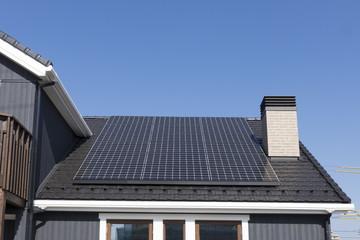 住宅 煙突のある家 設備 ソーラーパネル 施工例 屋根