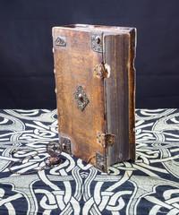 Uralte Bücher und Schriften