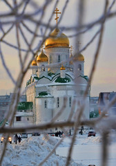 View of the Church through the dereva.Kurzhak branches. net of the branches against the backdrop of the Temple .Pravoslavny Temple, Christmas, Epiphany, church, font, frosts, winter, snow, frost,