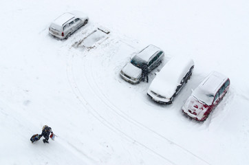 Top view of cars in courtyard during heavy snowfall