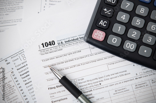 Us tax form 1040 with pen and calculator stockfotos und for 1040 tax table calculator