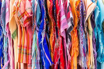 Foto op Plexiglas Paradijsvogel Colorful Thai silks in a market in Bangkok, Thailand