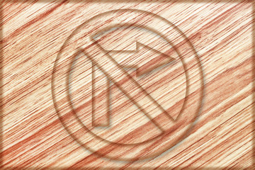 do not turn right sign on wooden board