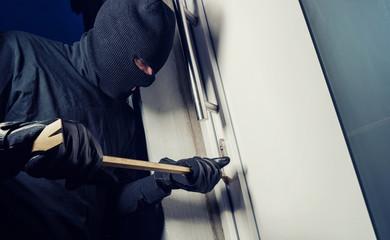 Einbrecher an der Wohnungstüre