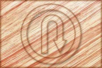 right u turn sign on wooden board
