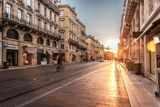 Bordeaux cours de l'Intendance au crépuscule
