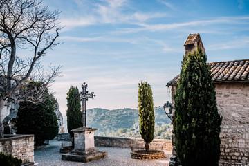 Place Saint-Vincent dans le village des Baux-de-Provence