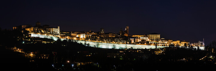 Fotomurales - Bergamo Alta old town night lights - Lombardy Italy
