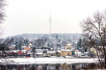 Elblandschaft im Winter, Dresden vor dem Fernsehturm (Deutschland)
